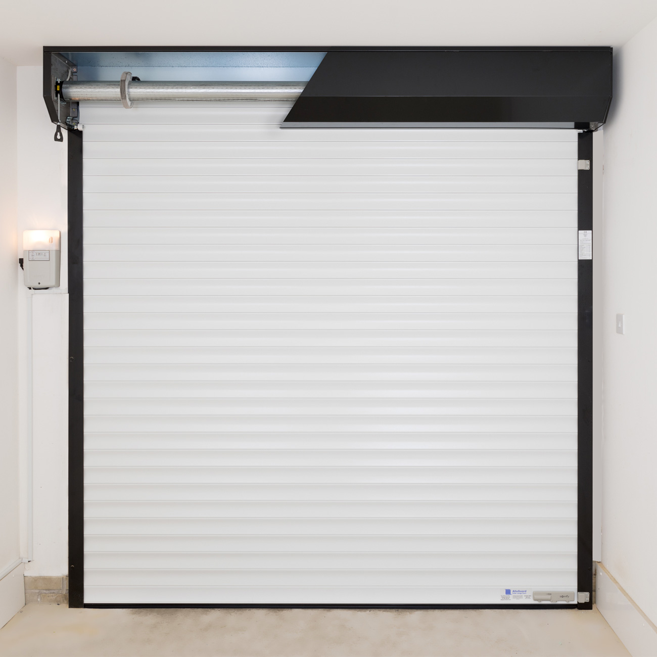 Alluguard 55 compact roller shutter rear view Somfy controls